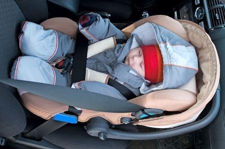 den kindersitz im auto richtig positionieren auto und. Black Bedroom Furniture Sets. Home Design Ideas